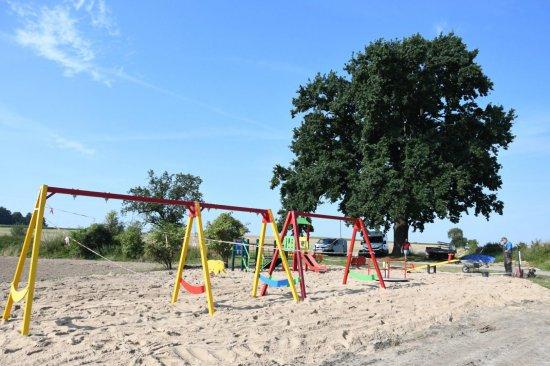 [FOTO] Place zabaw w gminie Marcinowice nabierają kształtów i kolorów
