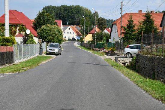 Podpisano umowę na budowę chodników oraz zatok w Zebrzydowie i Kątkach