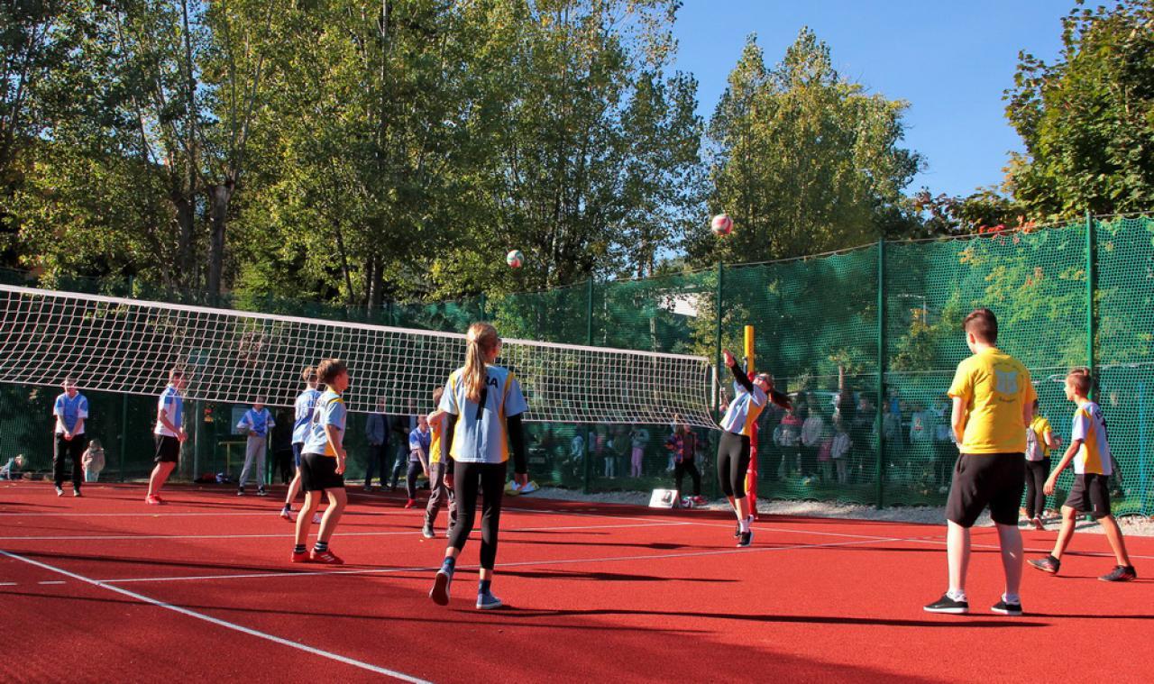 [FOTO] Otwarto boisko do siatkówki w Dobromierzu