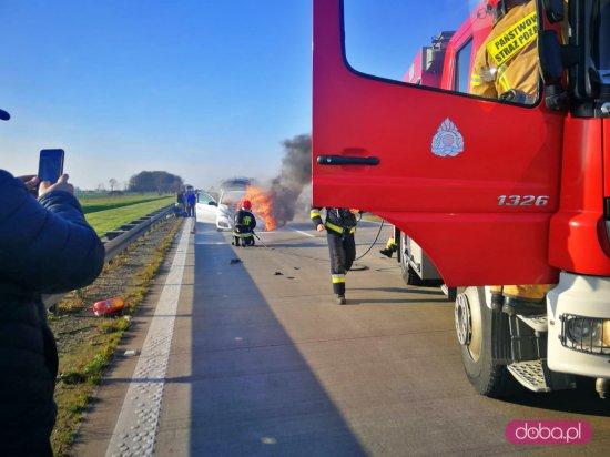 Zderzenie trzech pojazdów na A4. Osobówka spłonęła!