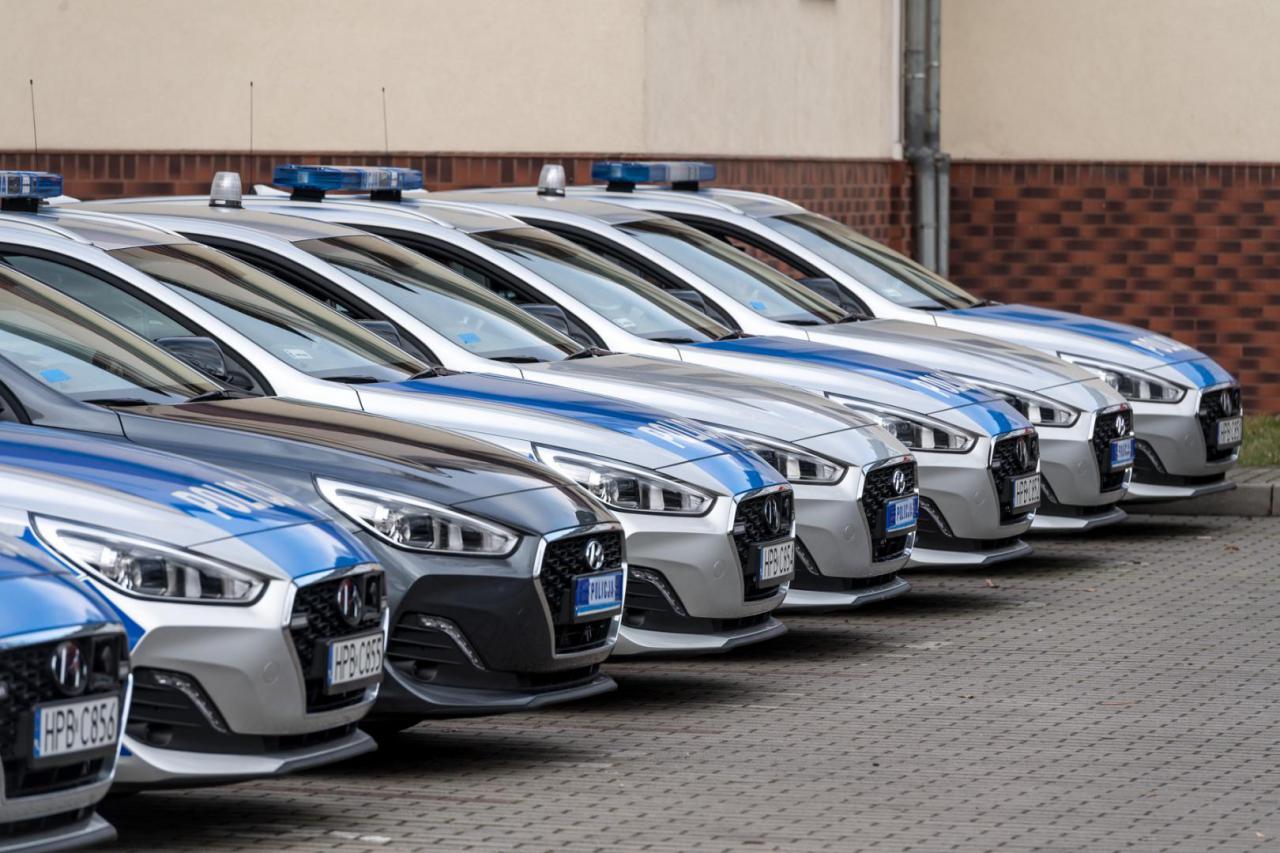Przekazanie nowych samochodów dla Komendy Miejskiej Policji we Wrocławiu