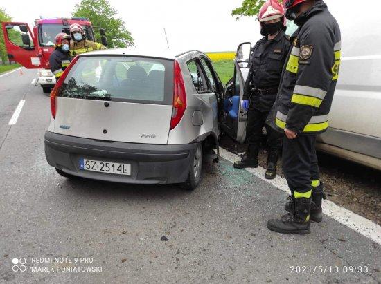 Czołowe zderzenie w Żernikach Wrocławskich [FOTO]