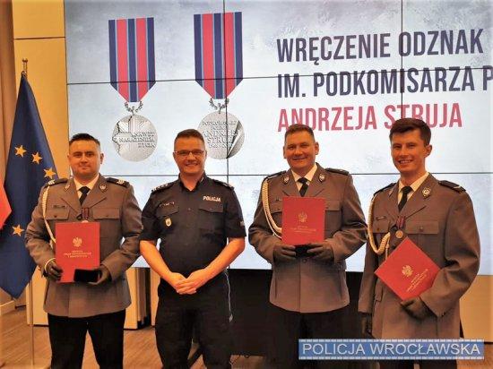 Wrocławski policjant otzymał odznakę im. A. Struja