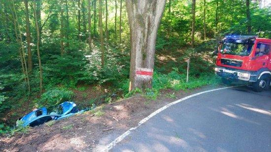 Samochód osobowy wpadł do rowu na trasie Złoty Stok - Orłowiec