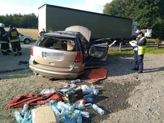 Zderzenie osobówki i ciężarówki na ósemce w Dębowinie