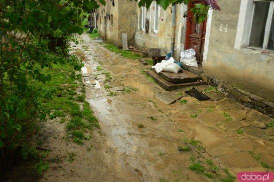 Ciepłowody po ulewie. Mieszkańcy sprzątają i liczą straty