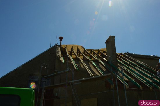 Trwa remont dachu świetlicy w Braszowicach