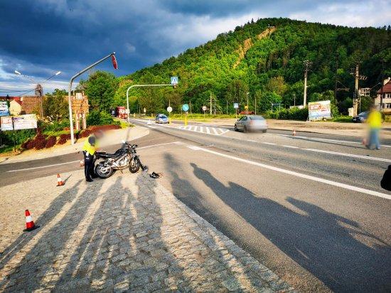 Zderzenie osobówki z motocyklem na k8 w Bardzie