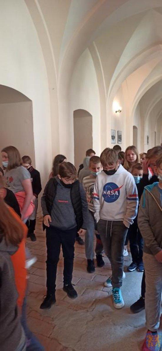 Uczniowie kamienieckiej Jedynki zwiedzili Pałac Marianny Orańskiej