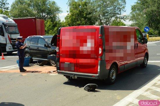 Wypadek trzech aut na skrzyżowaniu ósemki i Legnickiej