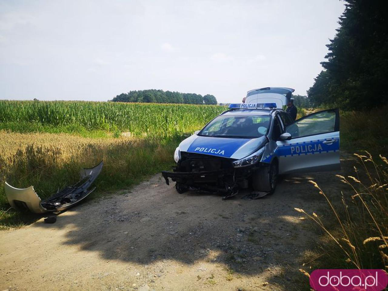 [FOTO] Zderzenie policyjnego radiowozu i osobówki