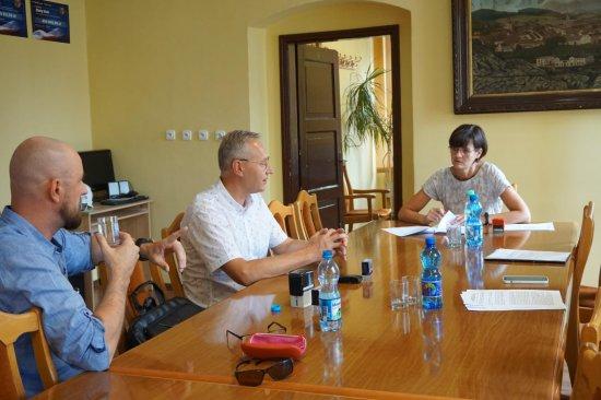Podpisanie umowy na budowę drogi dojazdowej do gruntów rolnych w Mąkolnie