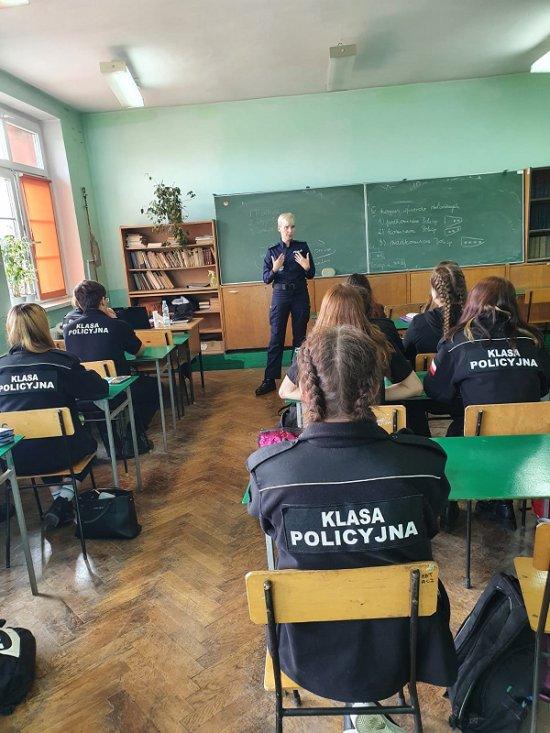 Policjantki z wizytą w klasie policyjnej w Ziębicach