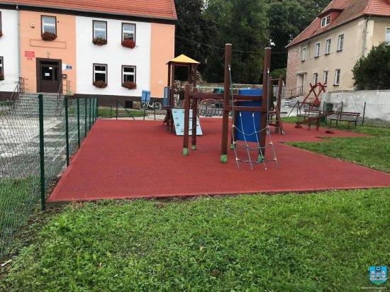 Modernizacje placów zabaw w Zwróconej i Stolcu