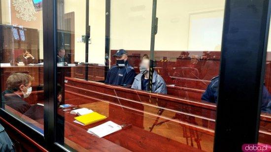 [FOTO] Siekierą zamordował rodziców i brata. Ruszył proces Marcelego C.